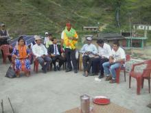 यस नौमूले गाउँपालिका, शिक्षा  शाखाका प्रमुख श्री झलक प्रसाद कोइरालालाई बिदाई गर्दाको तस्बिर |